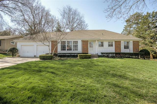 5407 W 64th Terrace, Prairie Village, KS 66208 (#2101825) :: Tradition Home Group