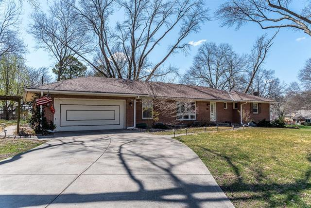 3611 W 50TH Terrace, Roeland Park, KS 66205 (#2101927) :: The Shannon Lyon Group - ReeceNichols