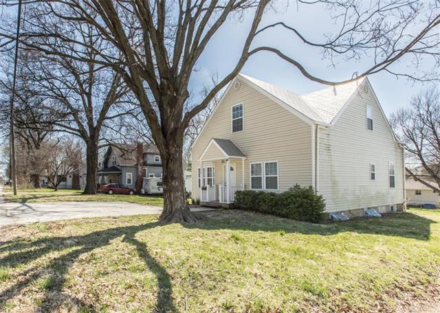 1400 S Willow Avenue, Independence, MO 64052 (#2102223) :: Edie Waters Network