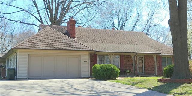 11919 W 64th Street, Shawnee, KS 66216 (#2102230) :: The Tina Team