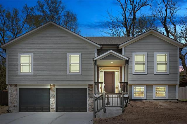 807 Old Stage Road, Pleasant Hill, MO 64080 (#2102234) :: The Shannon Lyon Group - ReeceNichols