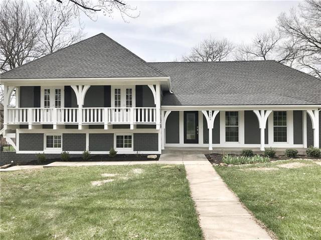 9848 Juniper Lane, Overland Park, KS 66207 (#2102297) :: The Shannon Lyon Group - ReeceNichols