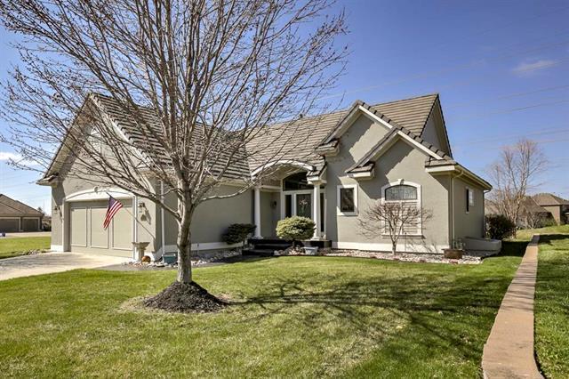 10304 N Dalton Avenue, Kansas City, MO 64154 (#2102300) :: Char MacCallum Real Estate Group