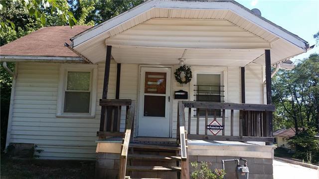 4015 E 69th Street, Kansas City, MO 64132 (#2102579) :: Char MacCallum Real Estate Group