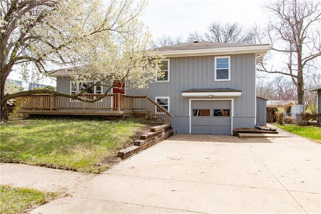 813 Greever Terrace, Lawrence, KS 66046 (#2102621) :: The Tina Team