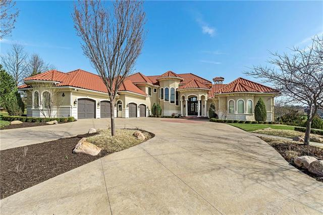 9721 Sunset Circle, Shawnee Mission, KS 66220 (#2102778) :: The Shannon Lyon Group - ReeceNichols