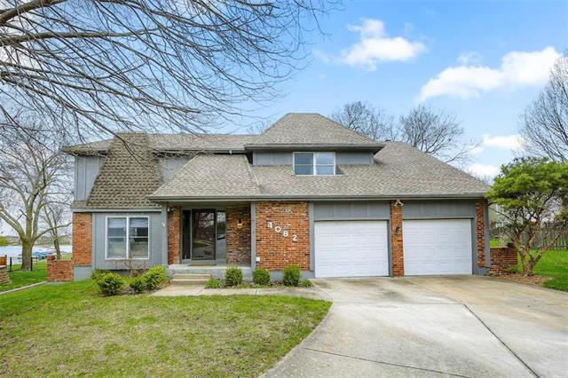 4082 SW Royale Court, Lee's Summit, MO 64082 (#2102791) :: The Shannon Lyon Group - ReeceNichols
