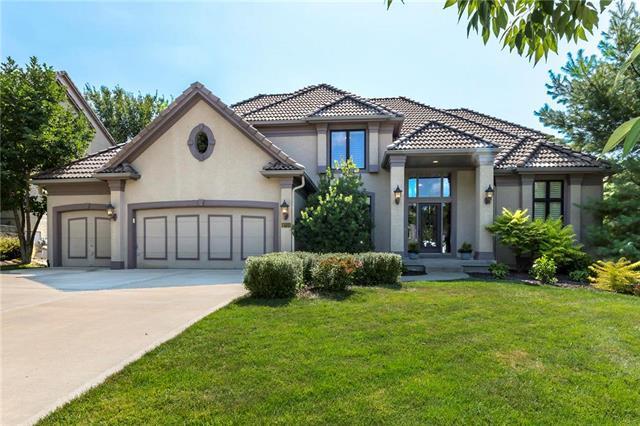 9700 Pickering Street, Lenexa, KS 66227 (#2102804) :: NestWork Homes