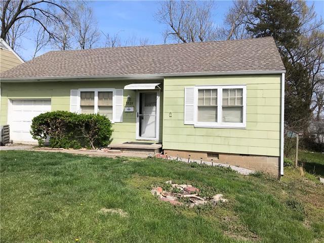 8029 Brooklyn Avenue, Kansas City, MO 64132 (#2102815) :: Edie Waters Network