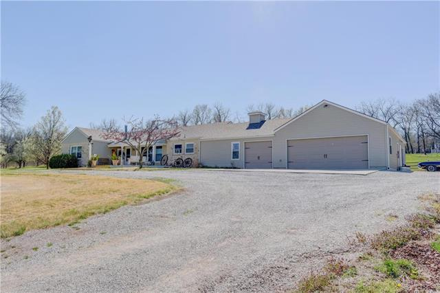 23526 S Waverly Road, Spring Hill, KS 66083 (#2102820) :: Kedish Realty Group at Keller Williams Realty