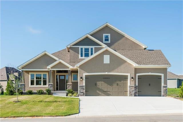 4825 NE Jamestown Drive, Blue Springs, MO 64064 (#2102848) :: NestWork Homes