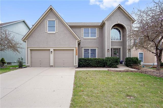 9209 W 132nd Place, Overland Park, KS 66213 (#2102990) :: NestWork Homes