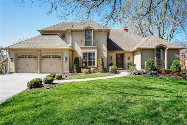 5007 W 112th Street, Leawood, KS 66211 (#2103007) :: NestWork Homes