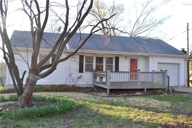 7408 NW Park Forest Lane, Kansas City, MO 64152 (#2103225) :: NestWork Homes
