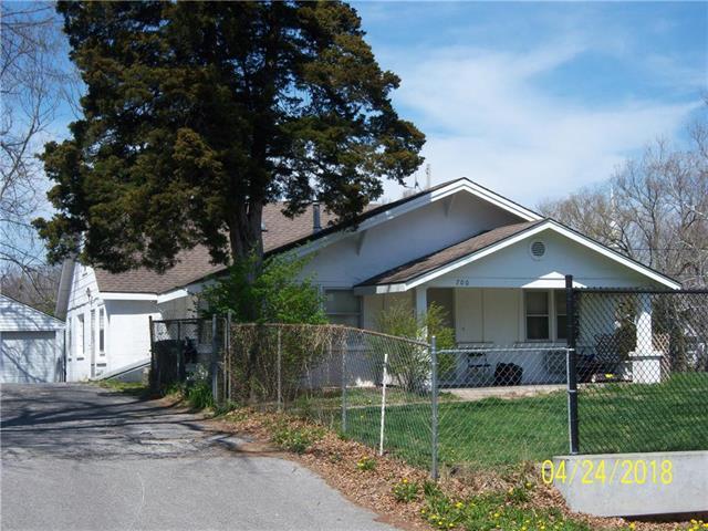 700 S Hawthorn Avenue, Independence, MO 64050 (#2103405) :: The Gunselman Team