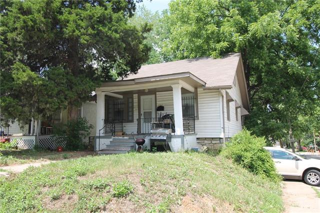 2242 E Gregory Boulevard, Kansas City, MO 64132 (#2103448) :: Edie Waters Network