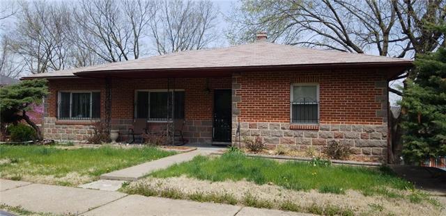 1836 E 48th Street, Kansas City, MO 64130 (#2103481) :: The Shannon Lyon Group - ReeceNichols