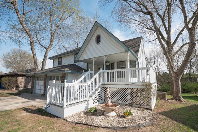 108 SW Chicago Street, Blue Springs, MO 64014 (#2103489) :: Char MacCallum Real Estate Group