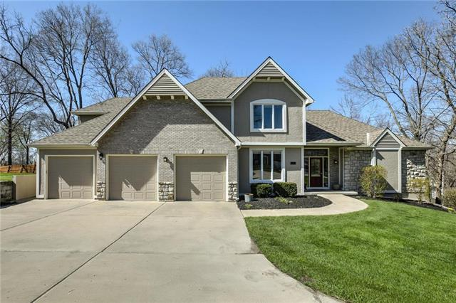 9904 NW 73rd Terrace, Weatherby Lake, MO 64152 (#2103490) :: The Gunselman Team