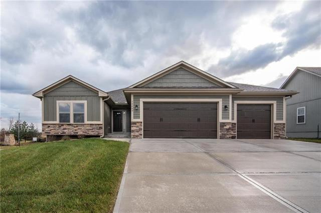 10809 Country Lane, Peculiar, MO 64078 (#2103534) :: The Shannon Lyon Group - ReeceNichols