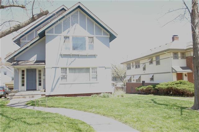 220 W 51st Terrace, Kansas City, MO 64112 (#2103834) :: Char MacCallum Real Estate Group