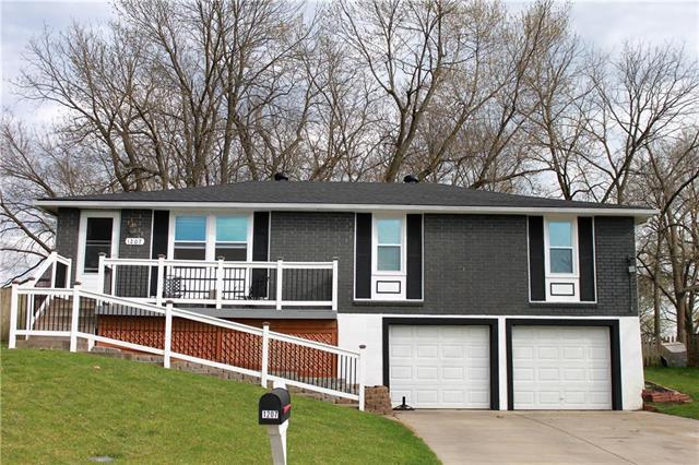 1207 NE 84th Terrace, Kansas City, MO 64155 (#2103964) :: Char MacCallum Real Estate Group