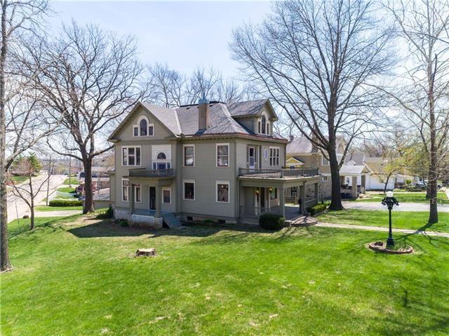 207 S Nettleton Avenue, Bonner Springs, KS 66012 (#2104093) :: Char MacCallum Real Estate Group