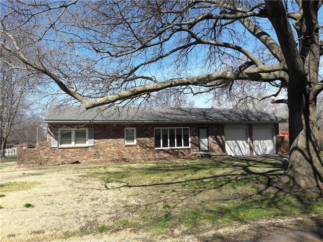 708 S Peoria Street, Louisburg, KS 66053 (#2104146) :: The Shannon Lyon Group - ReeceNichols
