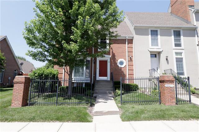9750 N Montclair Avenue, Kansas City, MO 64154 (#2104223) :: The Shannon Lyon Group - ReeceNichols