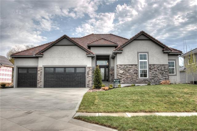 5937 N Cosby Avenue, Kansas City, MO 64151 (#2104391) :: Edie Waters Network
