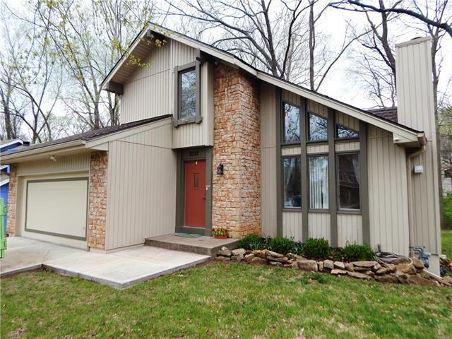 8532 N Virginia Avenue, Kansas City, MO 64155 (#2104395) :: Char MacCallum Real Estate Group