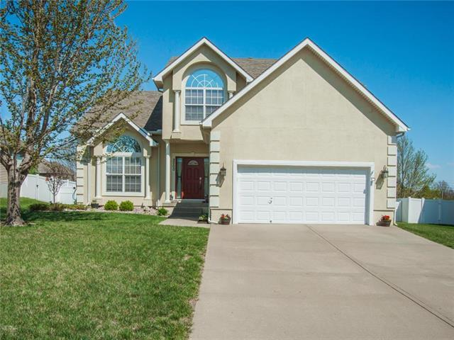 2000 NE Sparta Drive, Blue Springs, MO 64029 (#2104457) :: The Shannon Lyon Group - ReeceNichols