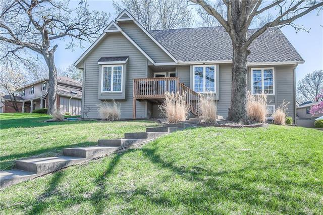 215 NW Cypress Street, Lee's Summit, MO 64064 (#2104656) :: Char MacCallum Real Estate Group