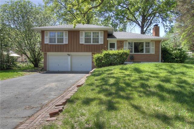 4834 NE Sherwood Drive, Kansas City, MO 64119 (#2104816) :: Edie Waters Network