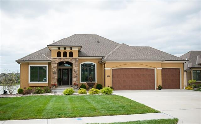 1202 Lakecrest Circle, Raymore, MO 64083 (#2105209) :: Char MacCallum Real Estate Group