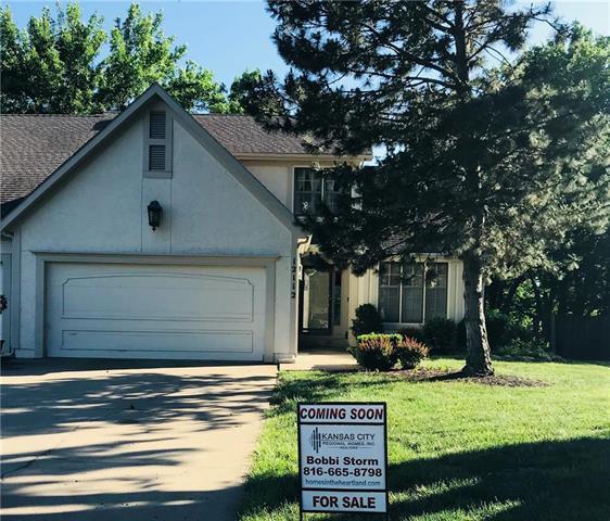 12112 England Street, Overland Park, KS 66213 (#2105279) :: Kansas City Homes