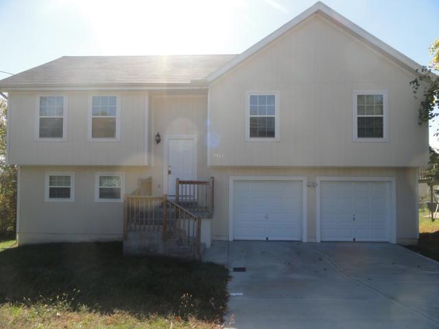 7513 Tauromee Avenue, Kansas City, KS 66109 (#2105337) :: NestWork Homes