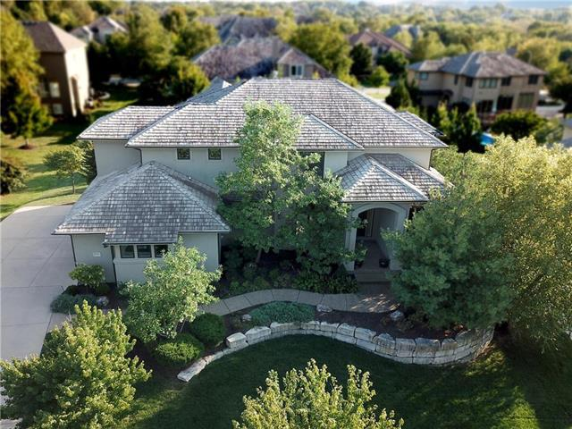 2711 W 139 Street, Leawood, KS 66224 (#2105470) :: Team Real Estate
