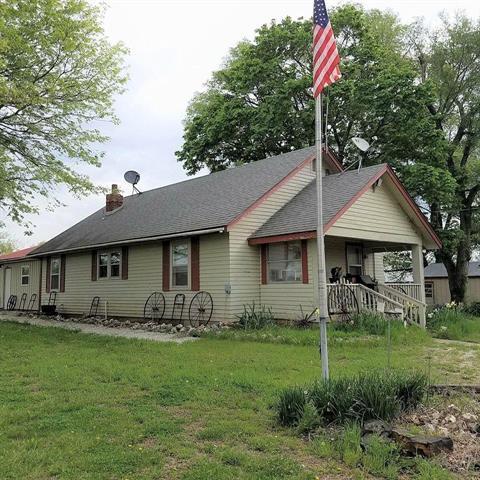 1112 NE 951 Road, Calhoun, MO 65323 (#2105473) :: The Shannon Lyon Group - ReeceNichols