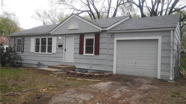 10011 Bellaire Avenue, Kansas City, MO 64134 (#2105483) :: Edie Waters Network