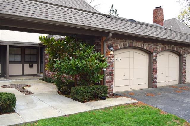 10229 Conser Street, Overland Park, KS 66212 (#2105839) :: Char MacCallum Real Estate Group