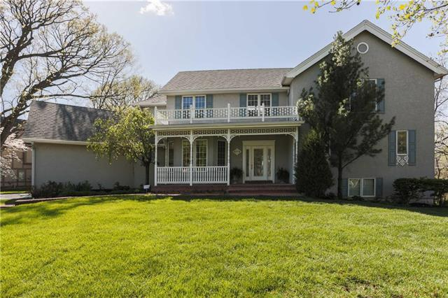 8318 Maplewood Drive, Lenexa, KS 66215 (#2105978) :: Team Real Estate