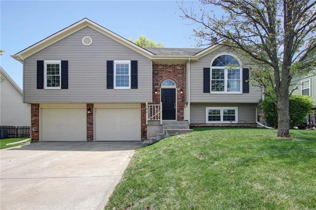 103 W Laredo Trail, Raymore, MO 64083 (#2105999) :: Kansas City Homes