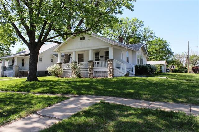 1102 Pacific Avenue, Osawatomie, KS 66064 (#2106005) :: The Shannon Lyon Group - ReeceNichols