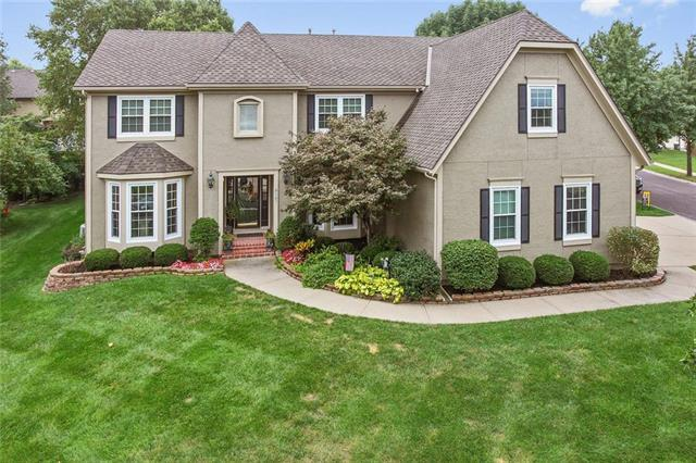 5327 W 132nd Street, Overland Park, KS 66209 (#2106059) :: Char MacCallum Real Estate Group