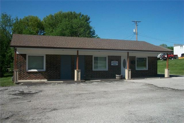 1005 Cedar Street, Pleasant Hill, MO 64080 (#2106100) :: Char MacCallum Real Estate Group