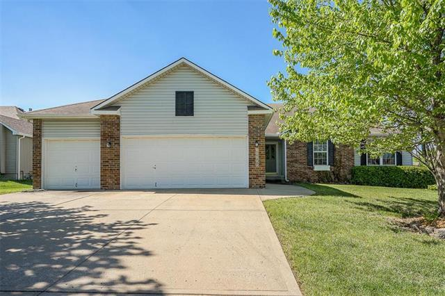 18805 E 25th St South Street, Independence, MO 64057 (#2106104) :: Char MacCallum Real Estate Group