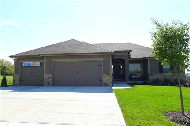 4233 S Stone Canyon Drive, Blue Springs, MO 64015 (#2106375) :: Edie Waters Network