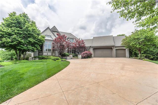 8303 Maplewood Drive, Lenexa, KS 66215 (#2106404) :: Team Real Estate