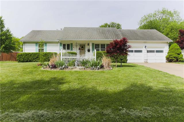 9242 Hadley Street, Overland Park, KS 66212 (#2106475) :: Team Real Estate